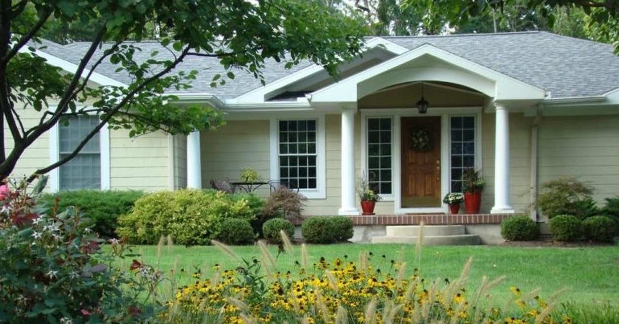 7 Tips for Picking an Exterior Paint Color